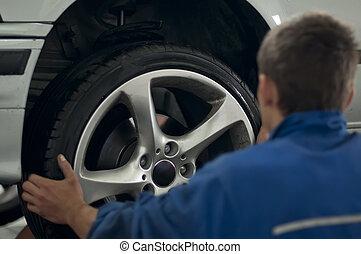 mécanicien, mettre, a, voiture, pneu