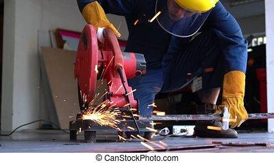 mécanicien, professionnel, découpage, metal., acier