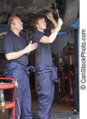 mécanicien voiture, fonctionnement, apprenti