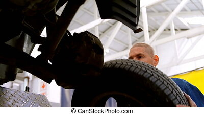 mécanicien voiture, roue, 4k, fixation, garage