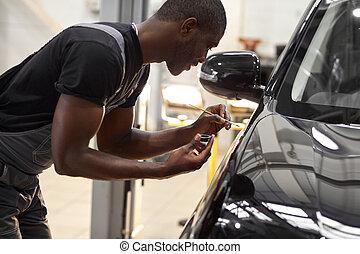 mécaniquede l'auto, peinture, brosse, homme, confiant, utilisation, voiture