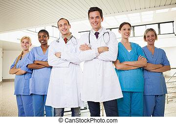 médecins, à, infirmières, à, bras croisés