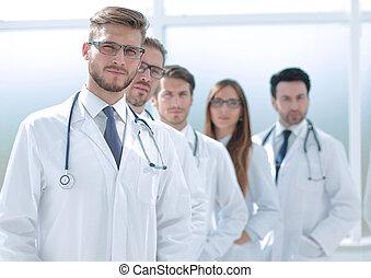 médecins, couloir, hôpital, équipe, debout