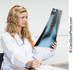 médico feminino