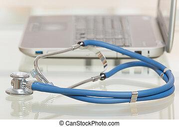 médico médico, mecanografía, en, computador portatil