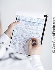 médico masculino, tenencia, prescripción, papel, en, mano