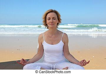 méditer, femme, plage