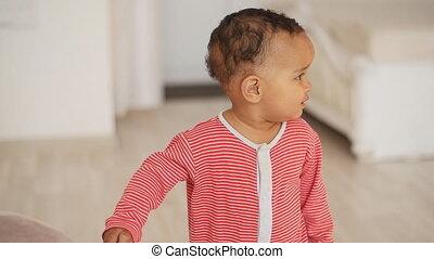 mélangé, bébé, course, heureux, garçon