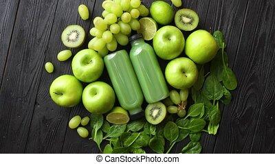 mélangé, bois, légumes, fruits, table, vert, placé, noir