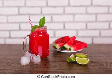 mélangé, fruit rouge, smoothie, dans, pot verre, à, paille, glace, morceaux