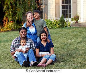 mélangé-race, famille, heureux