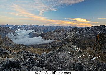 méltóságteljes, hegyi kilátás, -ban, szürkület