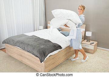 ménage, ouvrier, à, oreillers