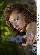 mérges, pisztoly, nő