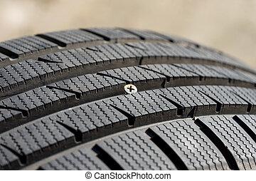 vis pas pneu plat voiture enfonc bois vis pneu incorpor photo bois closeup. Black Bedroom Furniture Sets. Home Design Ideas