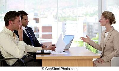 métier, conversation, pendant, femme affaires