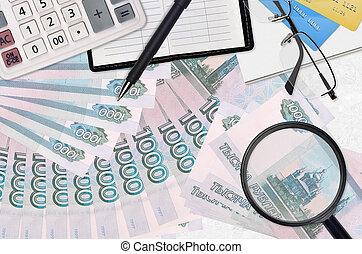 métier, lunettes, russe, saison, recherche, investissement, salaire, élevé, concept, pen., solutions., calculatrice, impôt, ou, factures, paiement, rubles, 1000