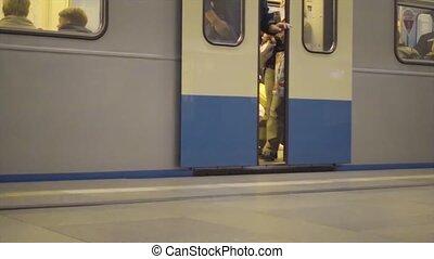 métro, ouverture, gare, portes, arrivant
