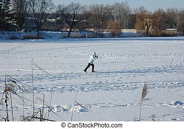 m�dchen, gleichfalls, ski fahrend, auf, a, gefrorenes, river.