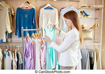 m�dchen, in, kleiderladen