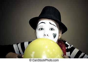 m�dchen, mit, a, balloon, in, der, form, von, pantomime, schauspieler