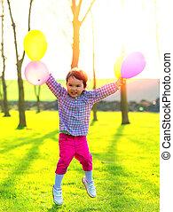 m�dchen, mit, luftballone, springende , draußen, an, sonnenuntergang