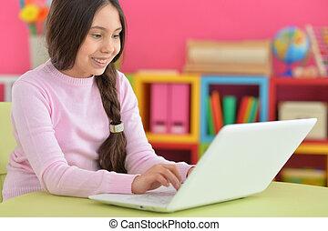 m�dchen, mit, zopf, laptop benutzend