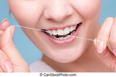 m�dchen, reinigende zähne, mit, dental, floss., gesundheitspflege
