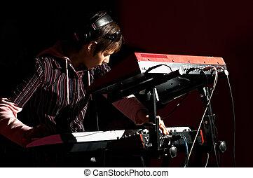 m�dchen, spielende , auf, synthesizer