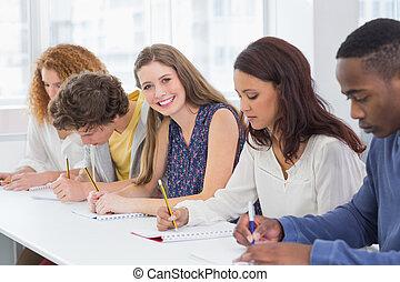 mód, diákok, lény, figyelmes, osztály
