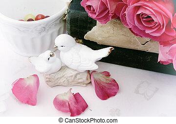 mód, szeret, kopott, rózsa, szobrocskák, könyv, retro, háttér, szüret, sikk, valentine's, esküvő nap, gerle, csókolózás