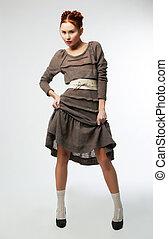 módní, děvče, do, moderní, obléci, posing., ateliér zastrčit