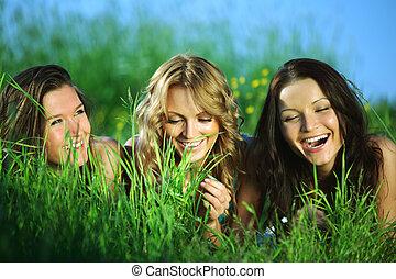 móka, fű, nők