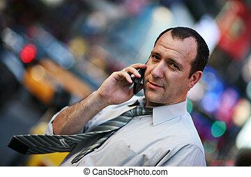 móvel, homem negócios, falando, telefone