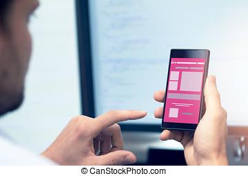 móvil, aplicación, desarrollo, -, programador, con, smartphone, en, mano