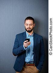 móvil, mensajería texto, hombre de negocios, teléfono