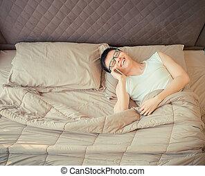 mówiąc, łóżko, telefon, asian, szczęśliwy, człowiek