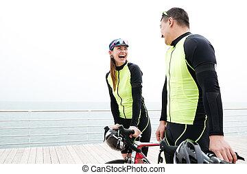 mówiąc, para, rowery, molo, śmiech