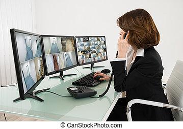 múltiplo, cantidad, computadoras, mirar, cámara, hembra, operador