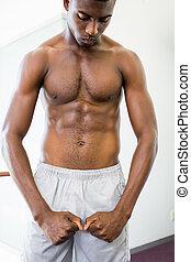 músculos, shirtless, muscular, shouting, enquanto, flexionar, homem