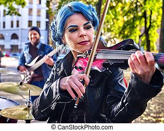 música, calle, artistas, con, niña, violinista