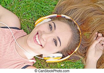 música, fones, menina, escutar, streaming, verão, prado