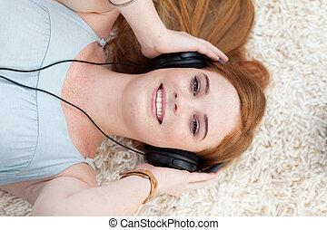 música, niña, alto, escuchar, adolescente, ángulo