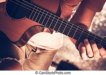 músico, com, guitarra acústica