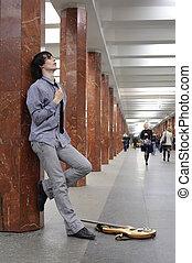 músico, estación, joven, metro