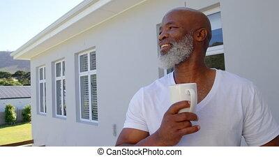 mûrir, café, maison, avoir, vue, balcon, caucasien, homme,...