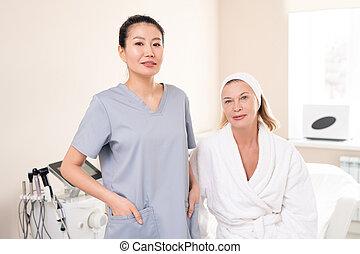 mûrir, cosmetologist, visiter, femme, elle