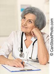 mûrir, docteur féminin