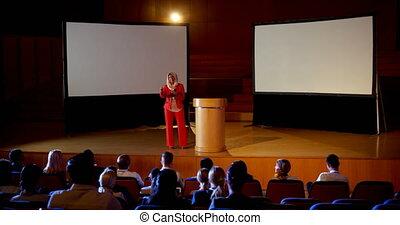 mûrir, hijab, séminaire, business, auditorium, femme affaires, caucasien, 4k, parler
