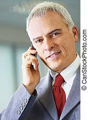 mûrir, homme affaires, téléphone, dans, bureau